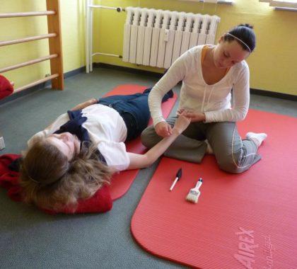 Erfüllt leben trotz Immobilität: Aktivierung, Beschäftigung, Lagerung, Transfer und Basale Stimulation als ganzheitliche Pflege