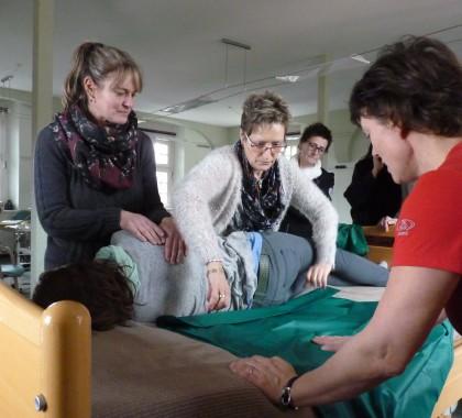 Transferhilfen & Umlagerungshilfen: Rückengerechtes Arbeiten mit Hilfsmitteln von Etac