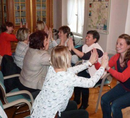 Sport, Spaß und Spiel mit Senioren im Stuhlkreis